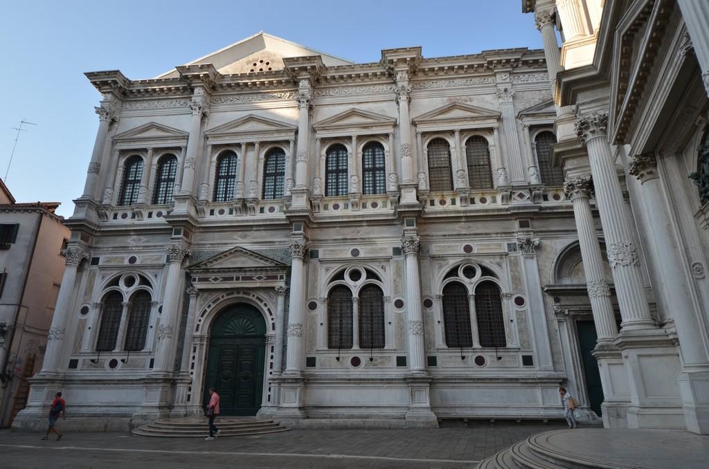 مدرسة سان روكومن أفضل الأماكن السياحية في البندقية إيطاليا