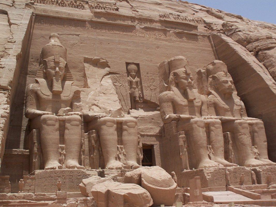 معبد أبو سمبل من أفضل الأماكن السياحية في مصر