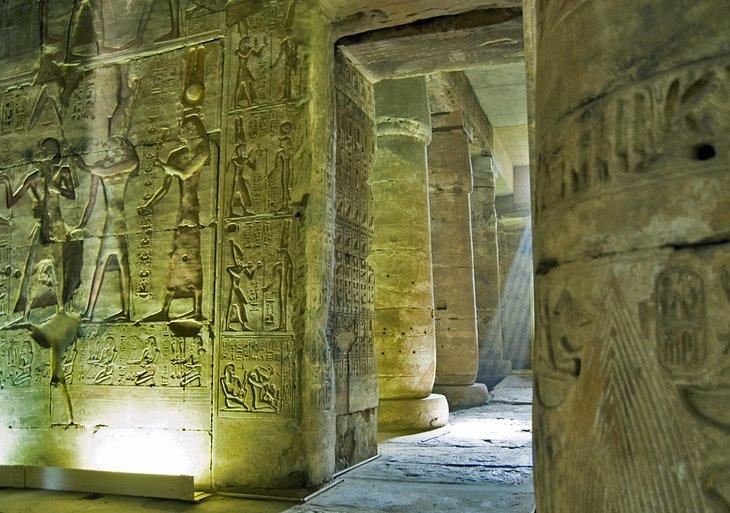 معبد أبيدوس واحد من أفضل الأماكن السياحية في مصر