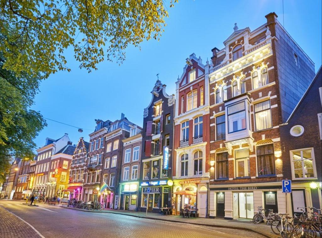 مونتورين من أحسن المناطق السياحية في أمستردام هولندا