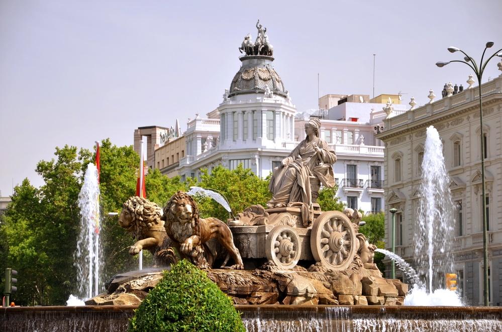 أبرز المعالم السياحية في مدريد : نافورة جران فيا و سيبيليس
