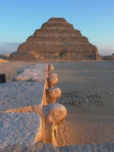 هرم سقارة من أفضل الأماكن السياحية في مصر