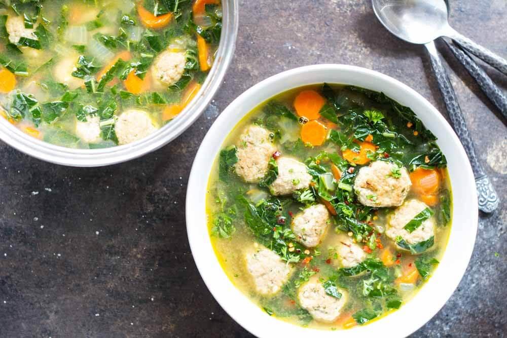 وصفة حساء كرات الدجاج و السبانخ اللذيذة