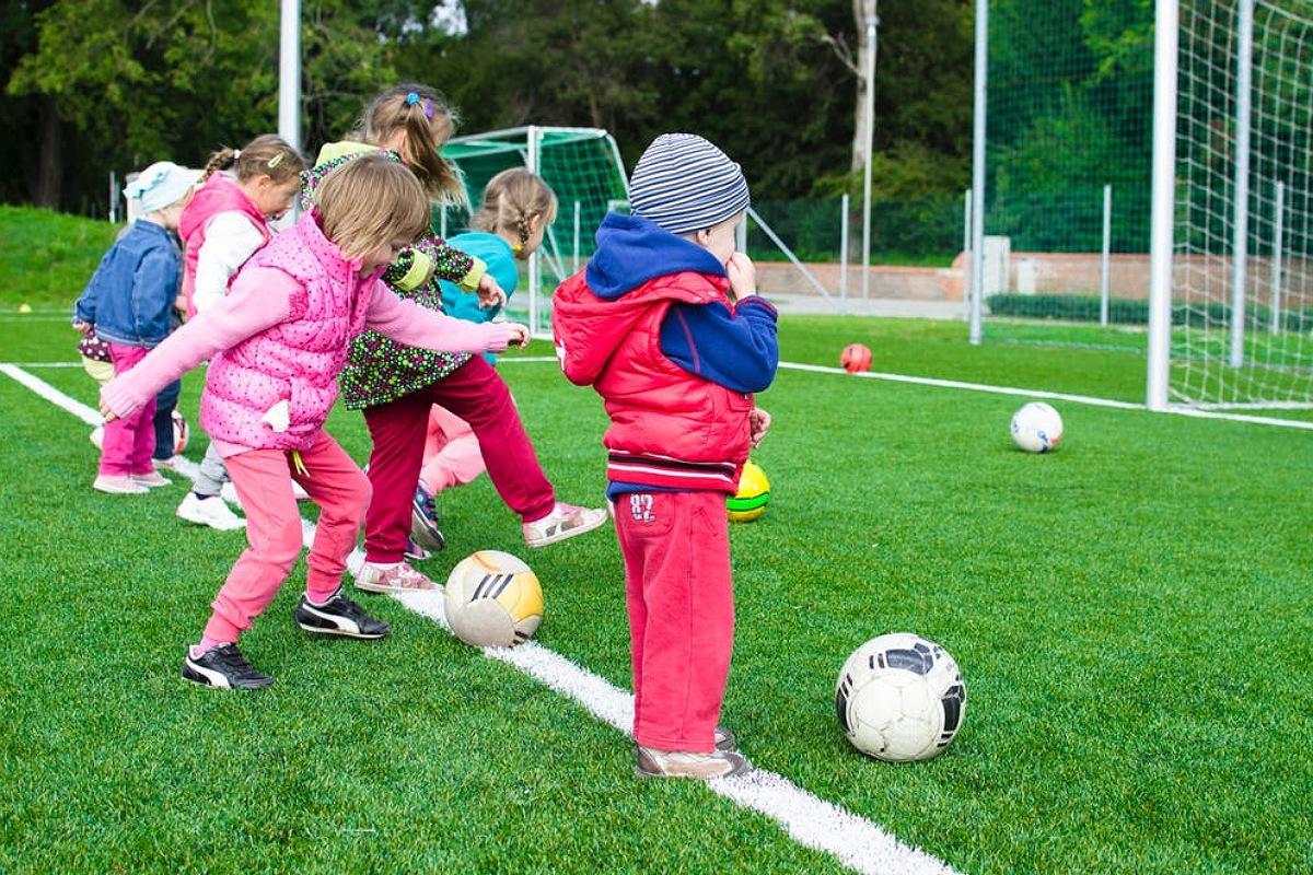 كرة قدم أطفال