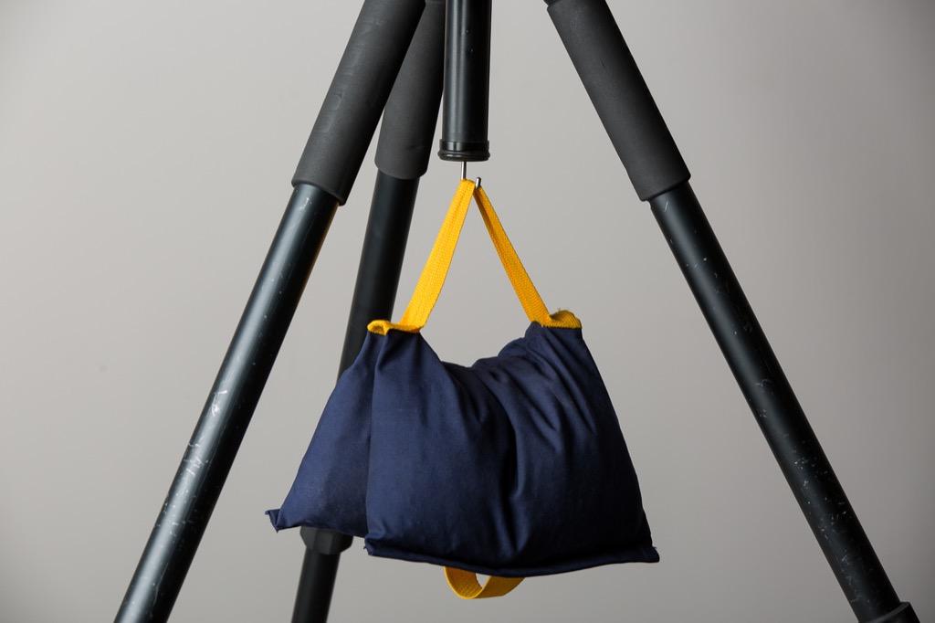 تقليل وزن حقيبة اليد يخفف من آلام الظهر