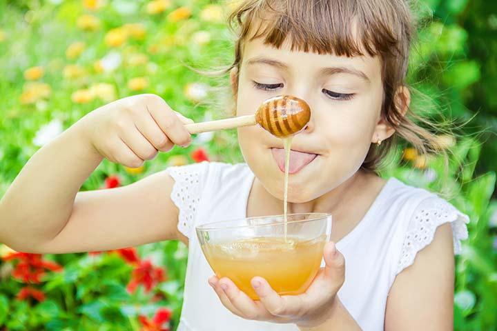 يعمل عسل النحل علي تقليل السعال عند الأطفال