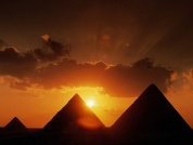 الأهرامات في غروب الشمس