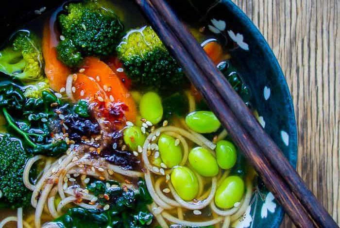 4 طرق لصنع أشهى الأنواع للحساء الياباني في مطبخك