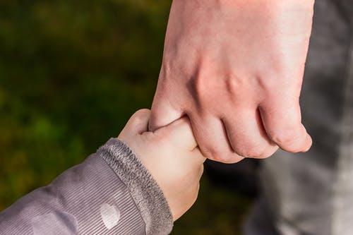 كيف تقوى العلاقة بينك و بين طفلك ؟