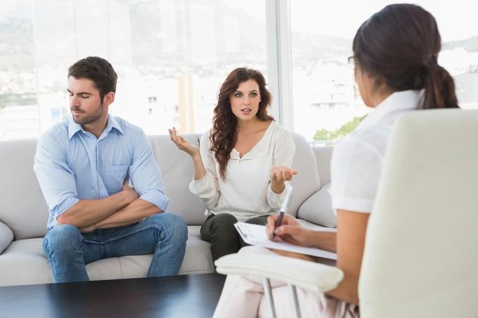 حضور استشارات الزواج لتجنب الغيرة