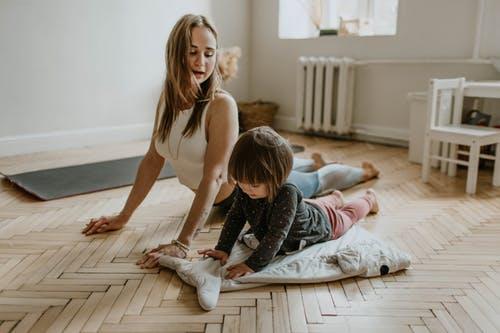 إنصت لطفلك جيداً لتتمكن من بناء علاقة إيجابية مع طفلك