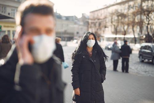 طرق العدوى بفيروس كورونا