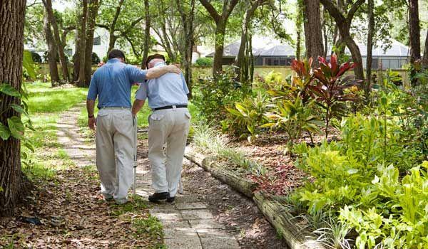معظم كبار السن غير قادرين على القيام بالمهام اليومية