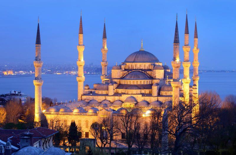 المسجد الأزرق من أحسن معالم السياحة في اسطنبول