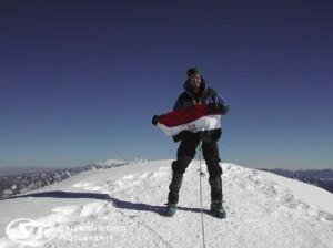 مصرى يتسلق قمه جبل ايفرست
