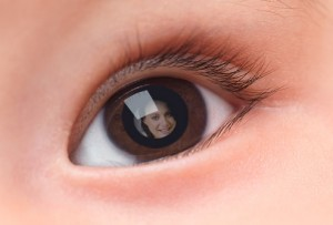 getty_rm_photo_of_mother_reflected_in_babys_eye
