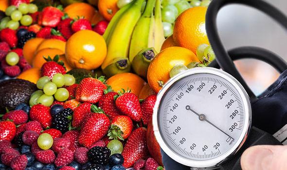 تناول الكثير من الفاكهه لخفض ضغط الدم
