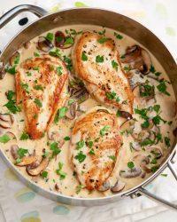 الدجاج بالخرشوف والسبانخ من وجبات الكيتو دايت