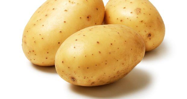 البطاطس المسلوقة والبطاطا الحلوة واللفت