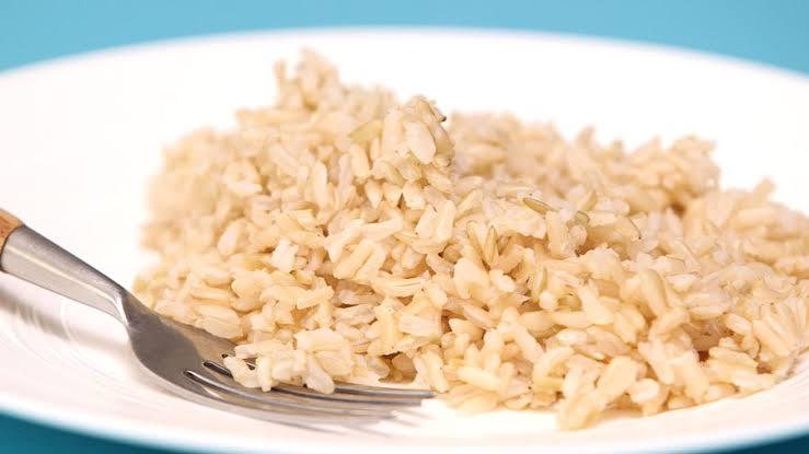 الأرز البني يحتوي علي كمية كبيرة من فيتامين B3