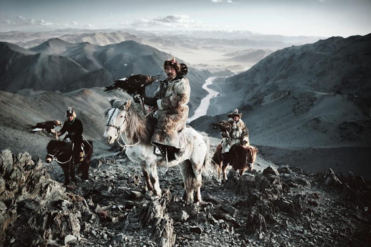 """قبائل """"صائدي النسر الذهبي الكازاخستاني"""" في بيان"""