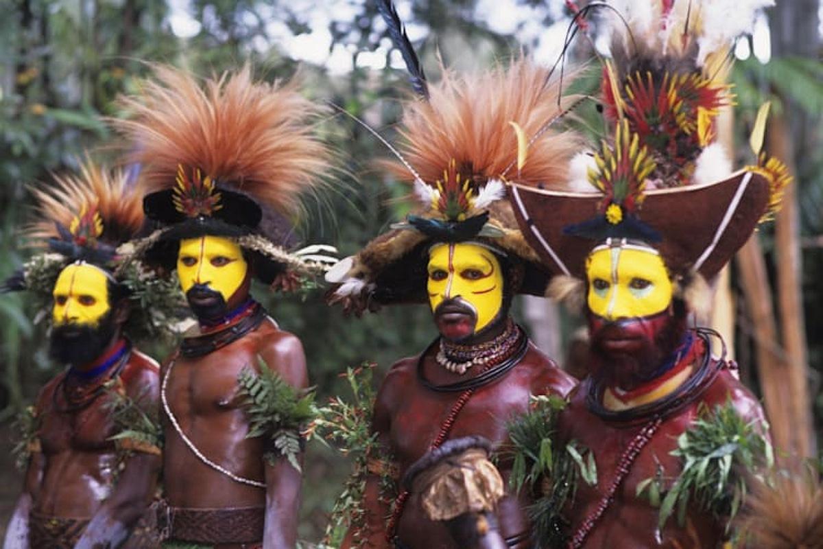 """قبائل """"هولي ويجمن"""" بابوا غينيا الجديدة"""
