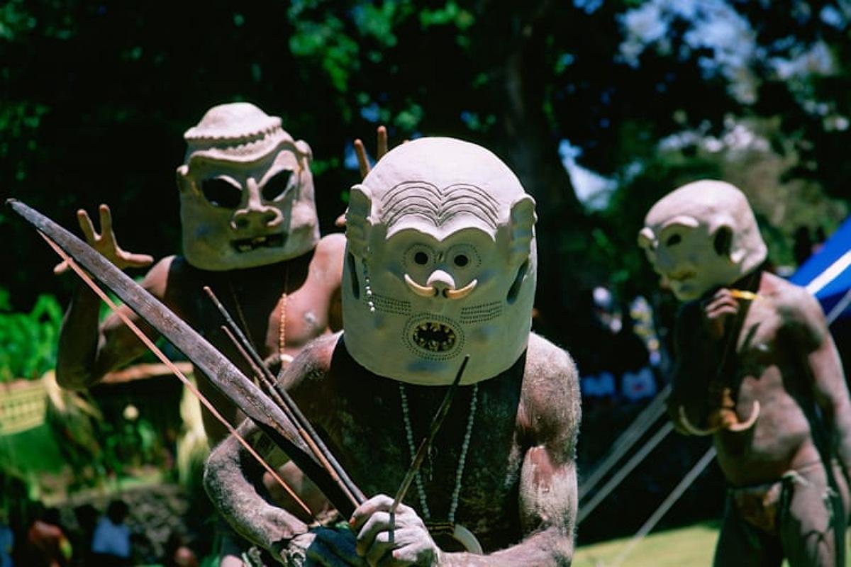 """قبائل """"أسارو رجال الطين"""" أحدي القبائل النائية في جوروكا"""