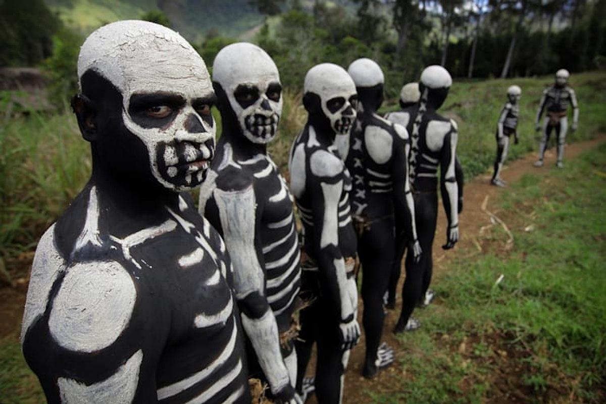 """قبائل """"راقصي الهياكل العظمية"""" في لشيمبو بابوا غينيا الجديدة"""