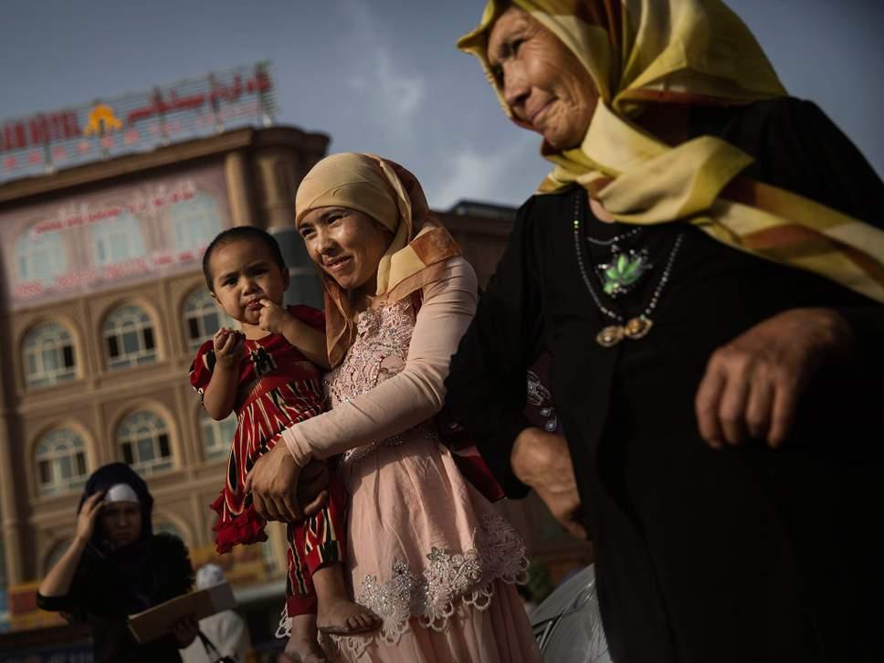 المدارس المخصصة لفصل أطفال الأويغور عن أهاليهم