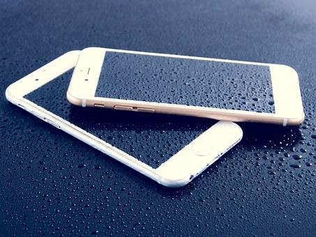 كيف تنقذ هاتفك عند السقوط فى الماء