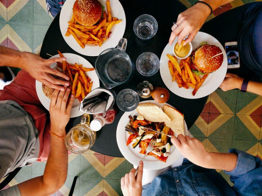 ركز على وجبة الغداء أثناء السفر