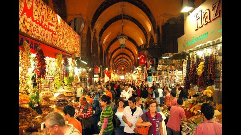 السوق المصري من أحسن معالم السياحة في اسطنبول