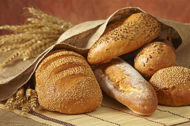 قطعة خبز تساعد في تقطيع البصل بدون دموع