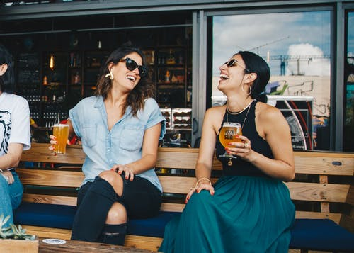 طرق التخلص من التوتر : الضحك