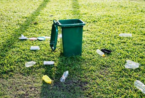الأضرار بيئية لاستخدام الزجاجات البلاستيكية
