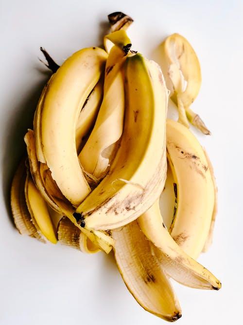 أسمدة طبيعية للنباتات : محلول قشور الموز