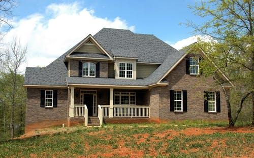 مزايا البيوت الخشبية البيوت الخشبية آمنة و متينة و قوية