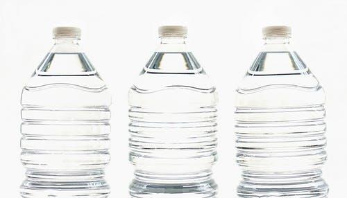 الزجاجات البلاستيك