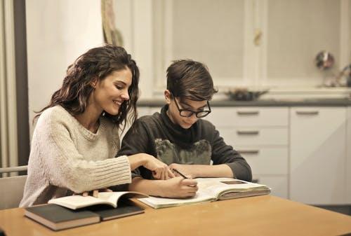 تذكر بأن الوقت لا يفوت أبداً لتبدأ فى التغير يساعدك في تعليم الطفل الشجاعة