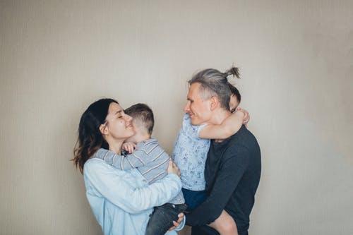 تقديم الحب الغير مشروط يساعد في بناء شخصية الطفل