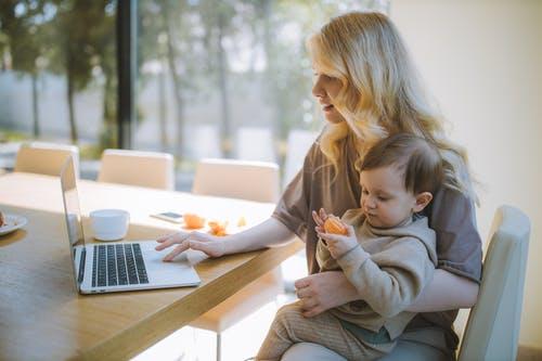 آثار الطلاق علي المرأة : ضغط العمل