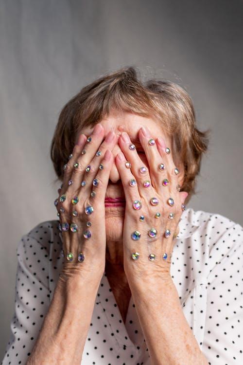 من أسباب الخوف من الشيخوخة : الخوف من ملامح الشيخوخة