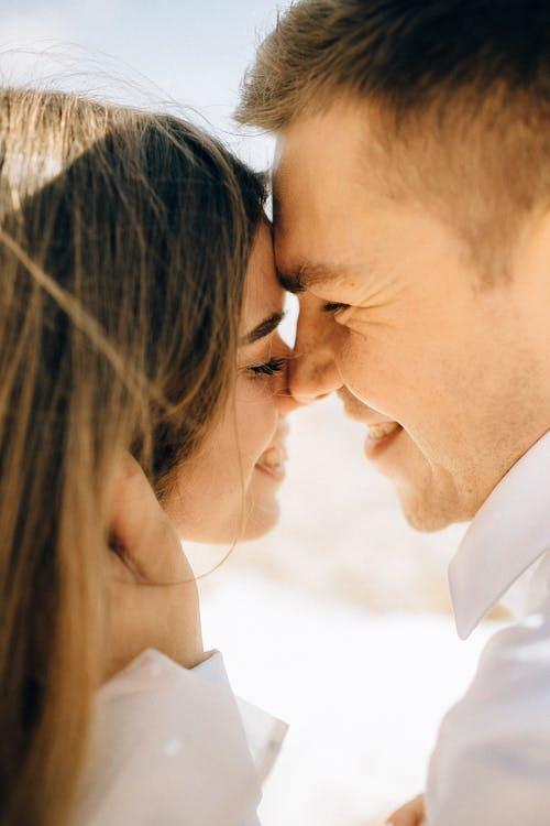 الاحتياجات الأساسية للزوج المفاجأة و الرومانسية
