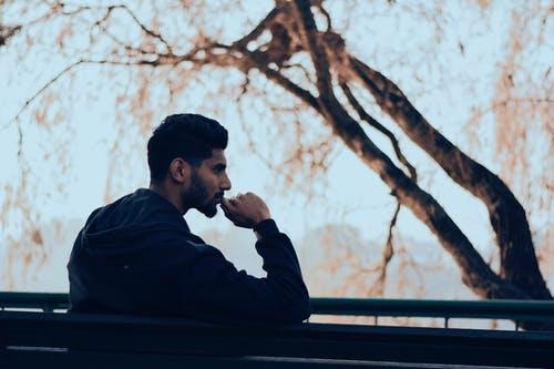 طرق التخلص من التفكير المفرط و كيف التعامل معه و التخفيف من أثاره