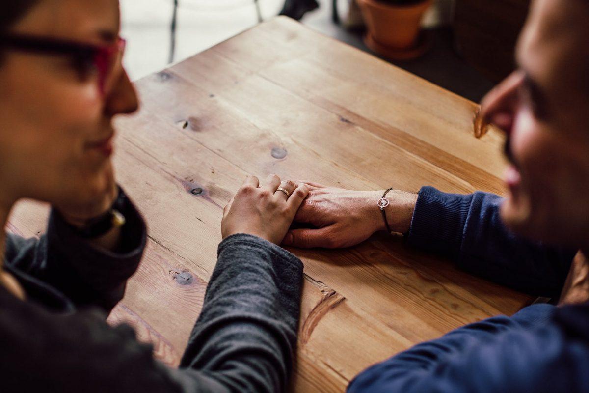 طرق دعم ضحايا التحرش : حاول إبداء دعمك بالكلمات
