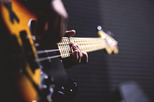 طرق التخلص من التوتر : الإستماع إلى الموسيقى