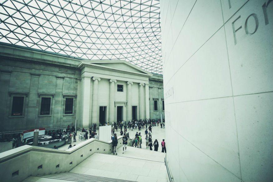 قم بزيارة المعارض الفنية والمتاحف المجانية أثناء السفر